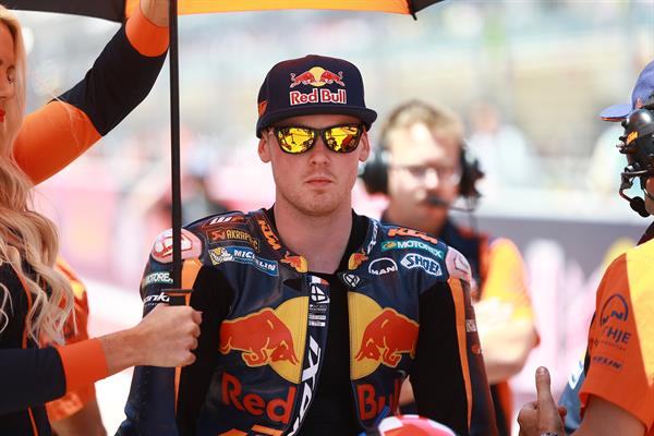 Bradley Smith & Staff KTM RC16 Start Austin 2017