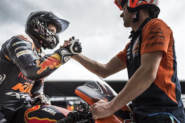 Mika Kallio & Mechanic KTM RC16 Pit Lane Red Bull Ring Spielberg 2017