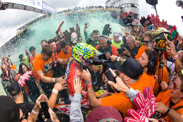 Tony Cairoli 450 SX-F title celebration