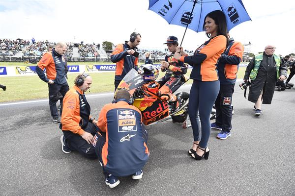 Niccolo Antonelli & Staff KTM RC250 GP Start Phillip Island 2017