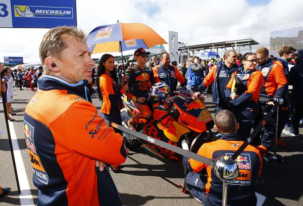 Mike Leitner, Pol Espargaro & Staff KTM RC16 Start Phillip Island 2017