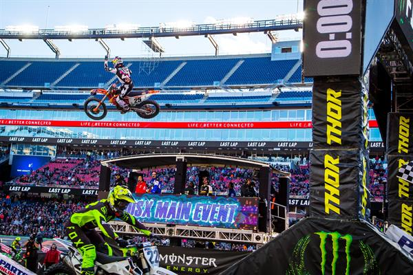 MUSQUIN CHARGES TO VICTORY IN FOXBOROUGH