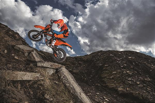 Action_KTM 350 EXC-F MY2019_01