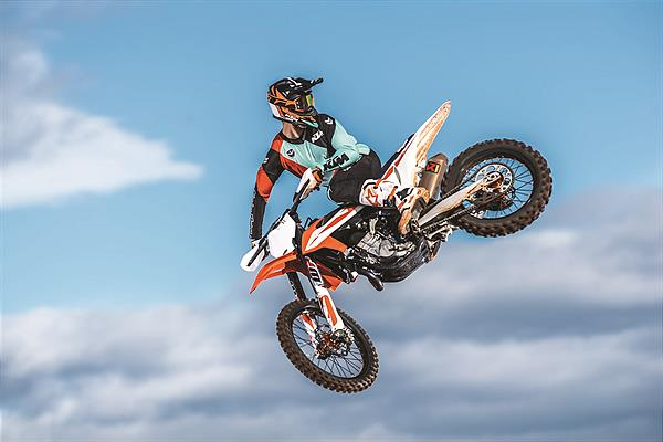 KTM 450 SX-F MY2019_Action 01