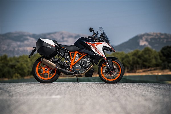 KTM 1290 SUPER DUKE GT 2019 - Photo: Schedl R