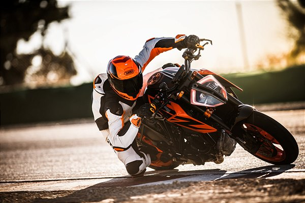 KTM 1290 SUPER DUKE R - Photo: Schedl R.