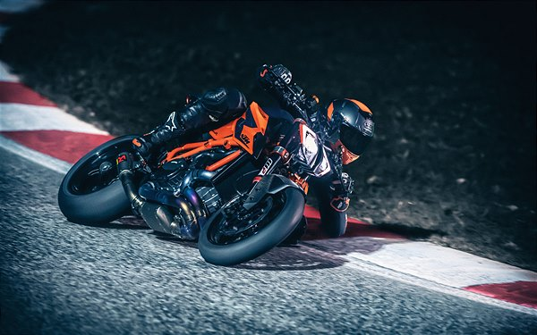 01 KTM 1290 SUPER DUKE R MY20 - Action-3