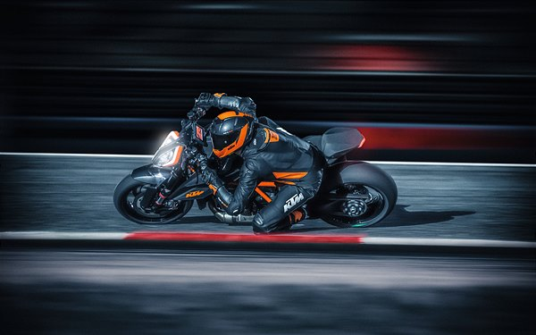 03 KTM 1290 SUPER DUKE R MY20 - Action-4