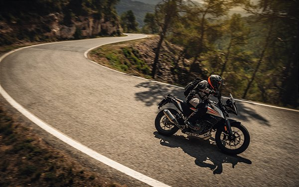 11 KTM 390 ADVENTURE MY20 Action-1