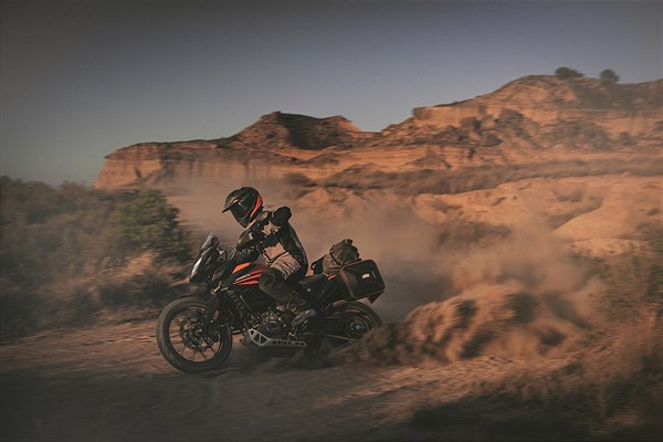 09 KTM 390 ADVENTURE MY20 Action-2