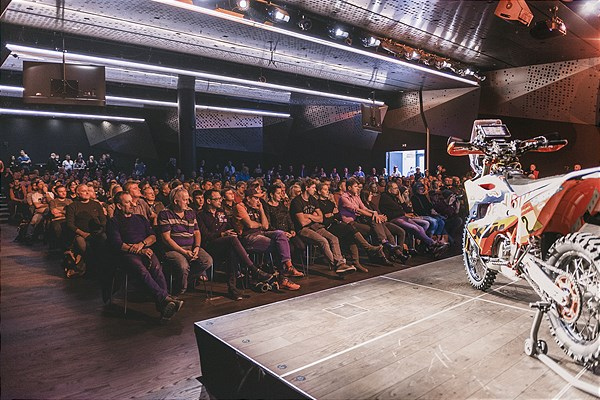 Live-Talk in the RC16 arena in the KTM Motohall
