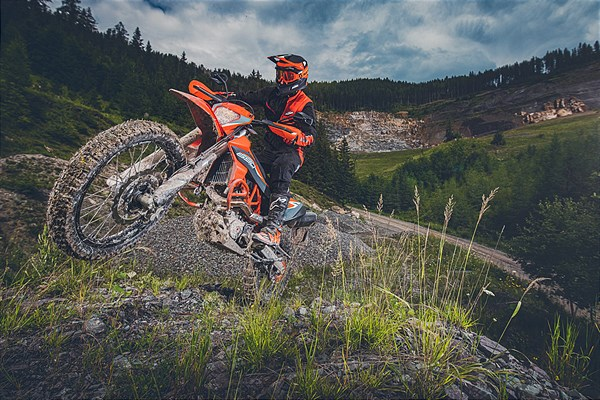 KTM 690 ENDURO R 2021 Action2