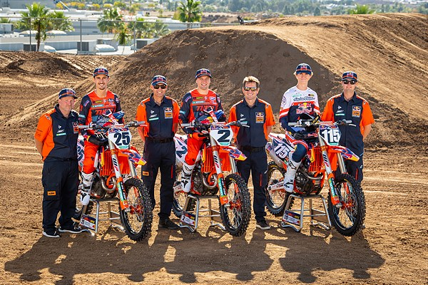 2021 RED BULL KTM TEAM WITH MECHANICS